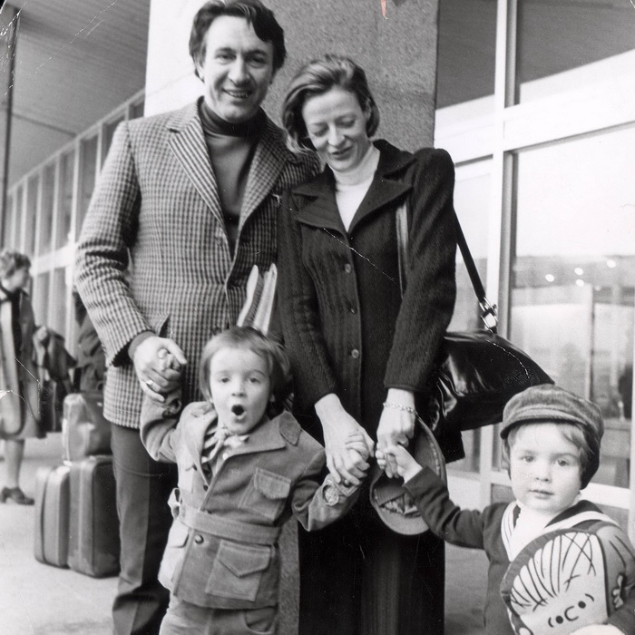 Мэгги Смит с Робертом Стивенсом и детьми