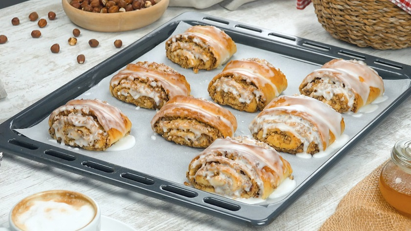 Воздушные булочки с ароматной начинкой: простая и нежная выпечка