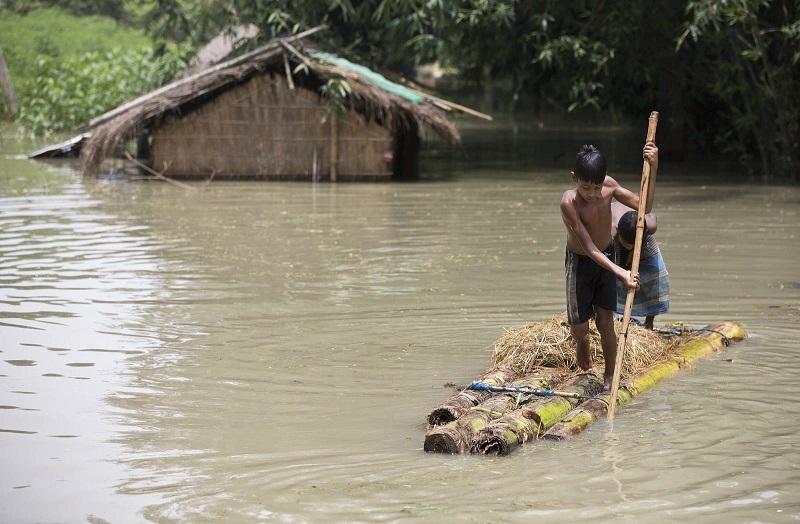 15 душераздирающих снимков: Кошмарные последствия наводнения в Южной Азии