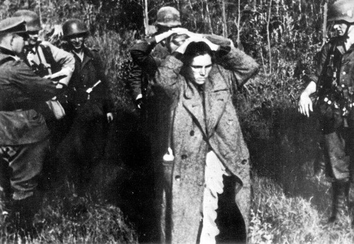 Почему немцы не признавали советских женщин военнослужащими и как издевались над отважными красноармейками .
