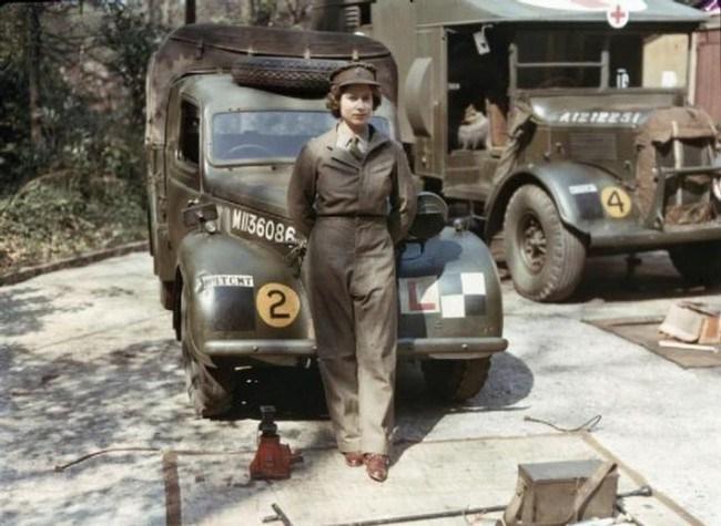 Королева Елизавета во время ее службы в период Второй мировой войны