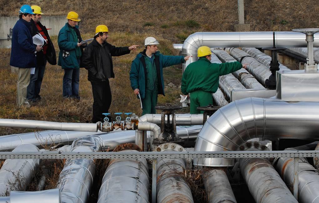 """Нефтепровод """"Дружба"""" AP Photo/Bela Szandelszky"""