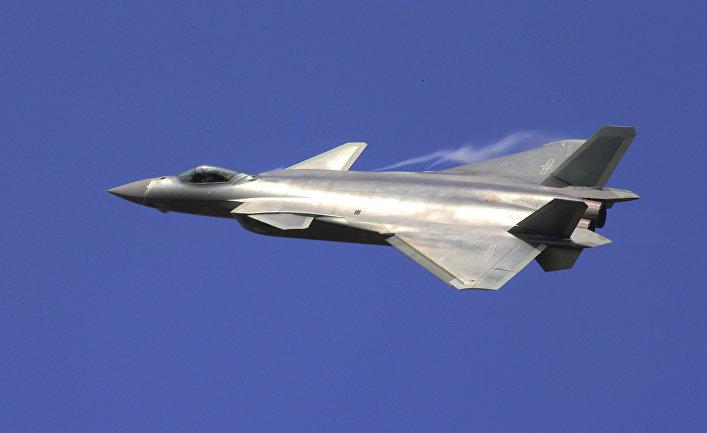 Взгляд из Америки: российский Су-57 против китайского J-20. Кто победит?