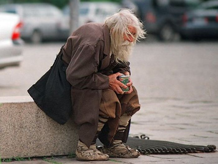 Дедушка Добри – нищий благотворитель