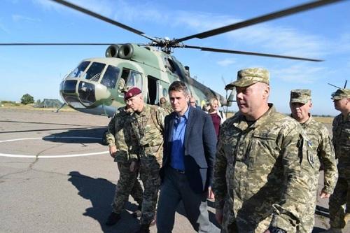 Министр обороны Великобритании побывал в Донбассе