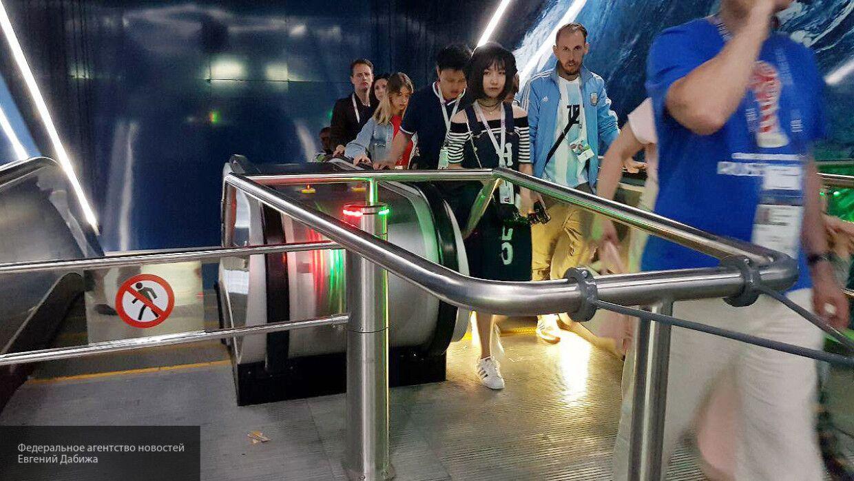 Станцию петербургского метро…