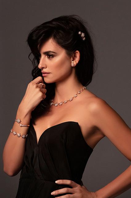 Гламур и тропики: Пенелопа Крус снялась в яркой рекламной кампании ювелирного бренда звезды в рекламе
