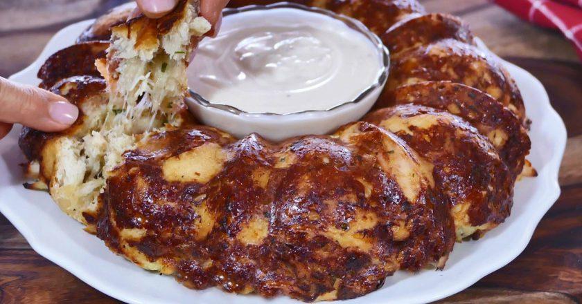 Закусочный пирог с куриным филе: сытный и вкусный перекус