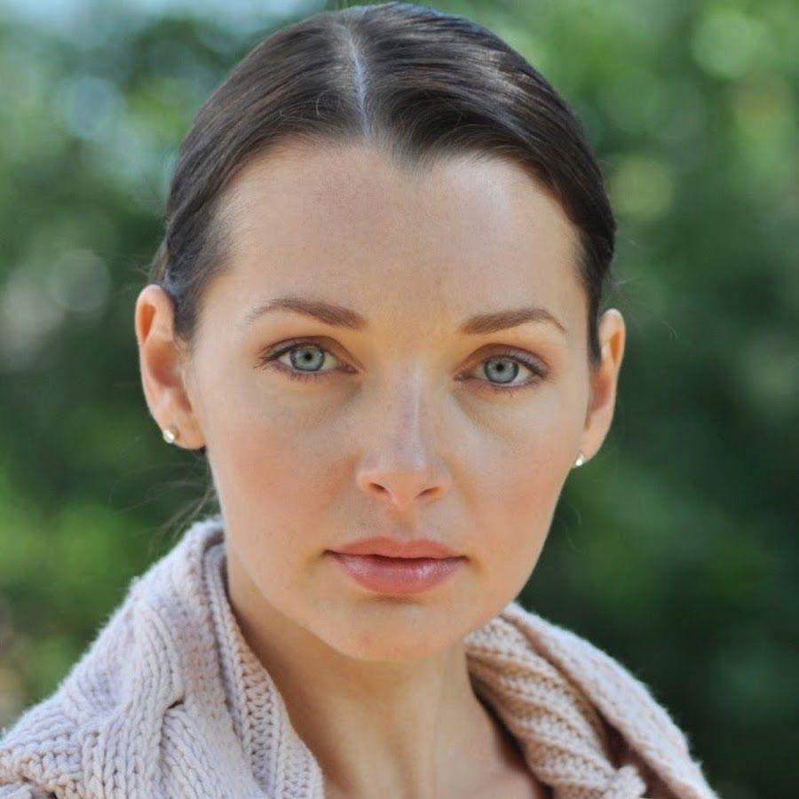начала фото база российских актрис челка бровей открытая