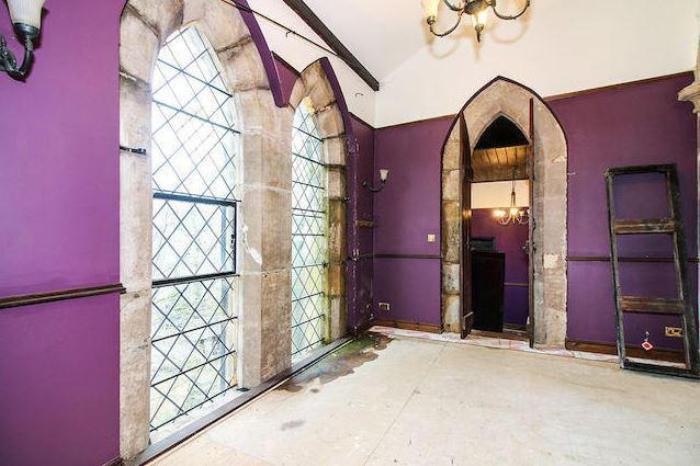 Этот зал будет превращен в большую гостиную.