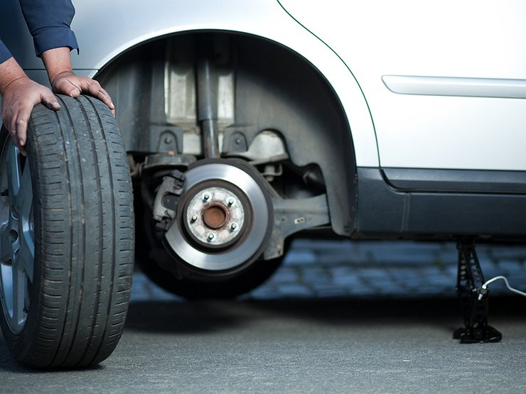 5 глупых и роковых ошибок, которые допускают водители при замене колеса автомобили,советы