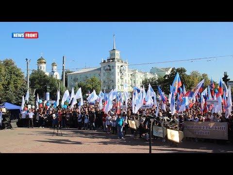 В Луганске прошел многотысячный митинг в поддержку Пасечника