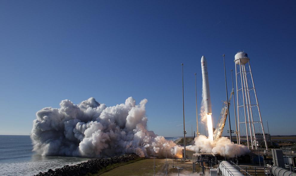 Старт американской ракеты Antares