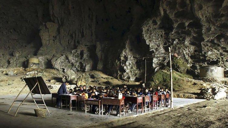 Китай и жилищные проблемы: какая деревня находится в пещере?