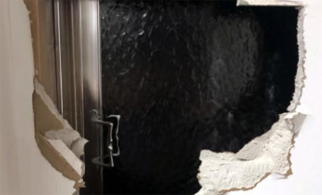 Владелец квартиры взялся делать ремонт и случайно нашел дверь в комнату, которой не было на плане Культура