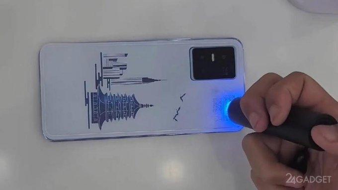 Крышка смартфона Vivo S10 Pro может печатать изображения