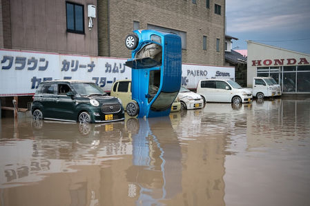 Наводнение в Японии: тысячи утопленных машин. Ждем их в России?