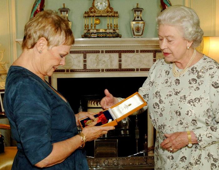 Джуди Денч и королева Елизавета II