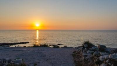 На севастопольском пляже отравились почти 400 человек