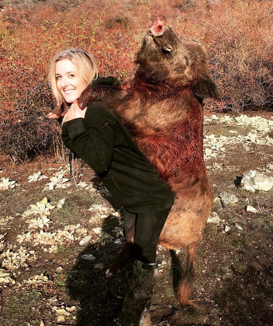 Мама троих детей ходит за мясом не в магазин, а на охоту детей, животных, около, чтобы, охоту, троих, месяц, основном, морозильникЛюси, стерлингов, фунтов, экономит, считает, заполнить, охотится, валлаби, охотясь, кроликов, оленей, свиней