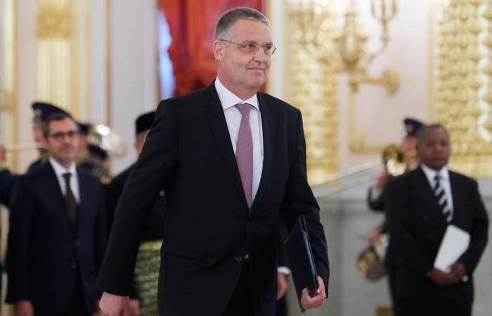 ЕС принял решение об отзыве посла из России