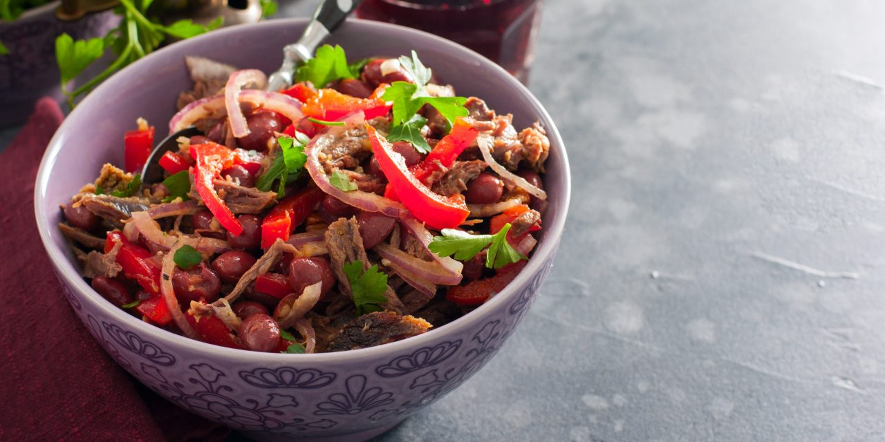 10 вкусных салатов с фасолью, которые хочется готовить снова и снова рецепты,салаты