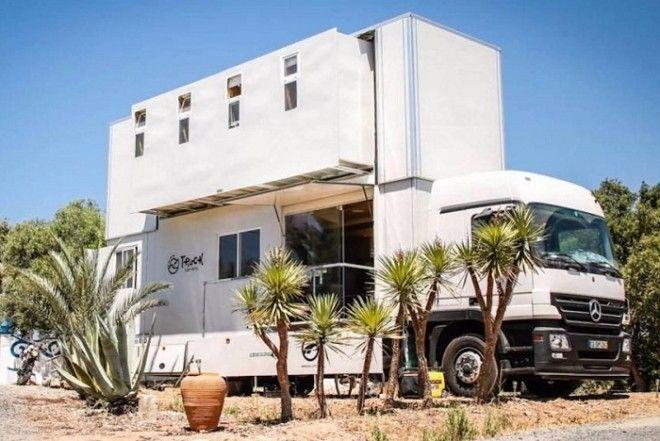 Комфортабельный грузовик, который превращается в 2-этажный отель на колесах