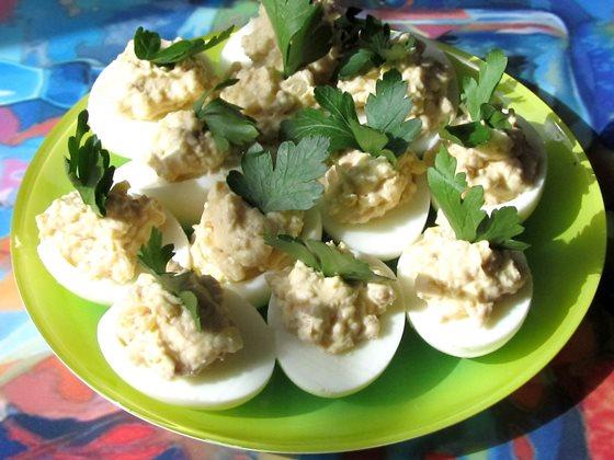 Закуски из яиц с печенью с фото