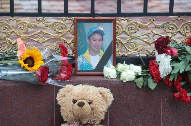 В Алма-Ате проходит прощание с фигуристом Денисом Теном