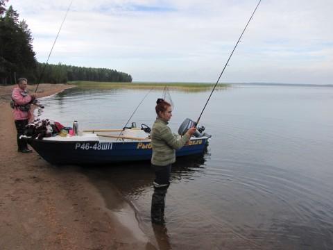 №732. Собрались с подругой в палатках на рыбалку!