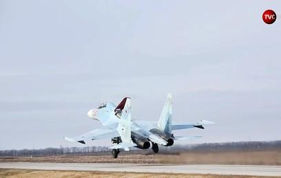 Видео посадки боевых самолетов на автотрассу в Ростовской области
