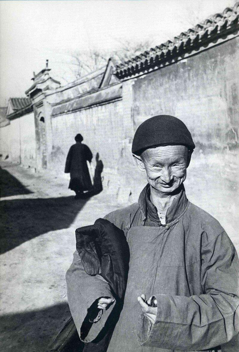 Евнух покидает Запретный город, Пекин, 1948 год , Анри Картье Брессон. история, ретро, фото