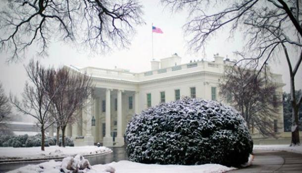 «Долларов нет, но вы держитесь»: Белый дом перестал отвечать на звонки граждан