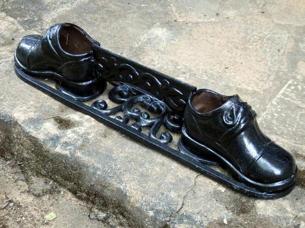 В грязной обуви не входить! Идеи практичных чистилок для дома и дачи