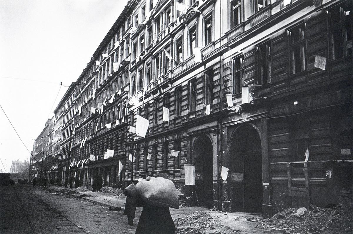 Белые флаги. Берлин. 1945 г. https://club.foto.ru/classics/46/