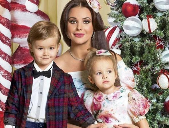Оксана Федорова поменяла фамилию и стала дважды мамой. Как она живет сейчас