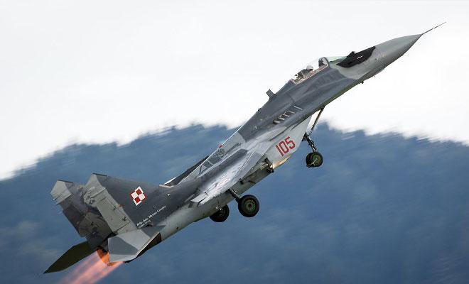 Вертикальный взлет МиГ-29 на видео: пилот пошел резко вверх сразу после разбега