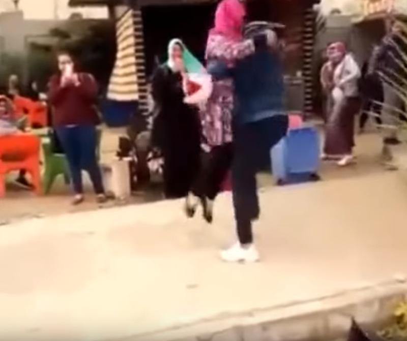 Их нравы: за объятия с женихом студентку из Египта отчислили из университета al-Azhar University, аль-Азхара, египет, каир, отчисление, университет