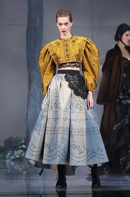 Светлана Ходченкова и Наталья Водянова приняли участие в показе Ульяны Сергеенко в Париже новости моды
