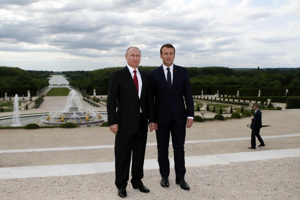 6 причин, почему Макрон принимал Путина именно в Версале