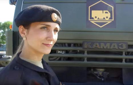 Девушки за рулем армейских КАМАЗов – смотрим и наслаждаемся!
