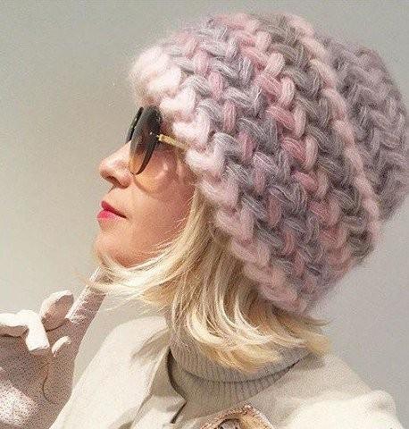Красивый узор ёлочкой для теплой шапки с пышными столбиками