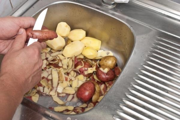 Как использовать картофельные очистки