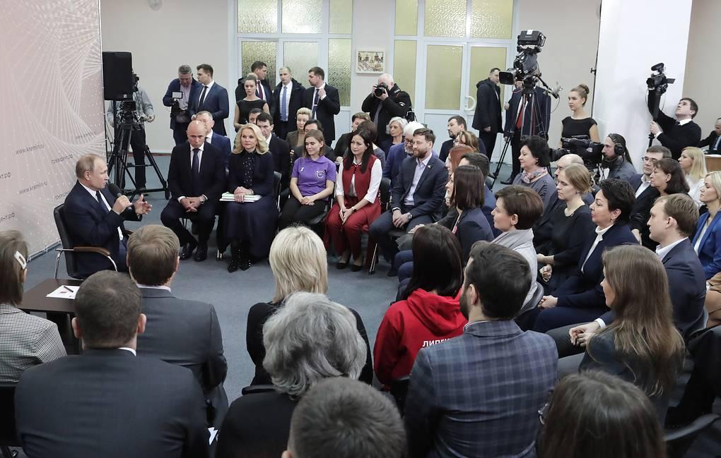 """Путин назвал """"мразями и уродами"""" организаторов """"групп смерти"""" в соцсетях общество,Путин,россияне,Синий кит"""