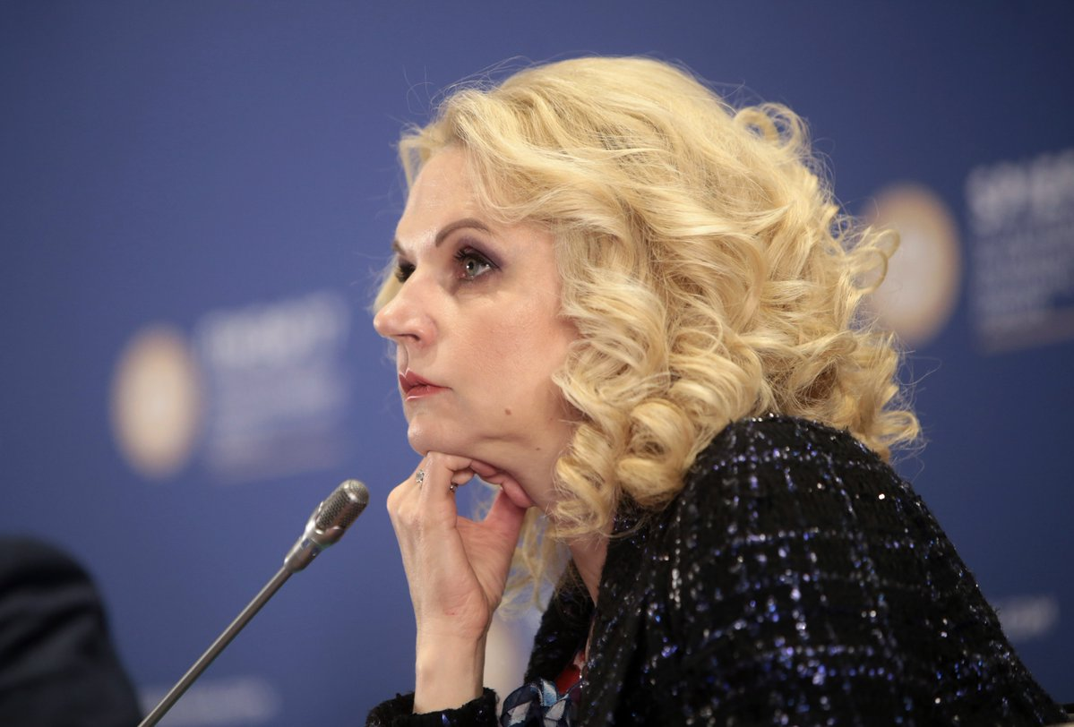 Голикова призвала недовольных условиями медиков и учителей уволиться