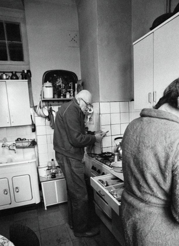 Зачем в старых домах окно между ванной и кухней?