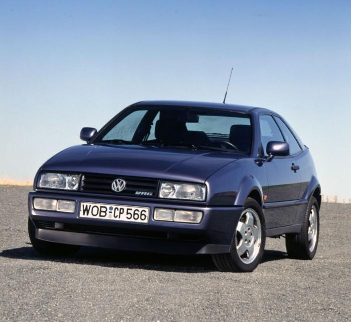 Volkswagen Corrado - компактное спортивное купе. | Фото: cheatsheet.com.