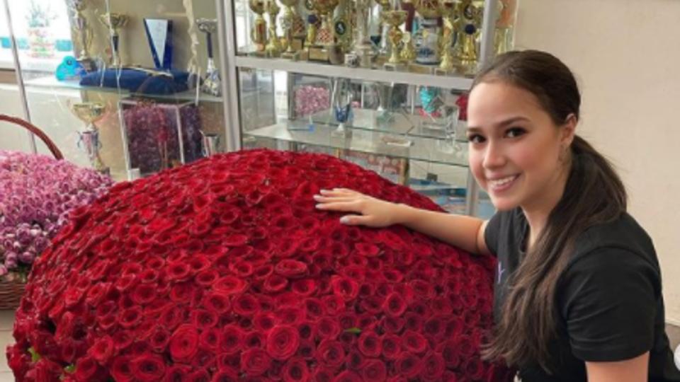 Фигуристка Загитова похвасталась букетом за 160 тыс. рублей
