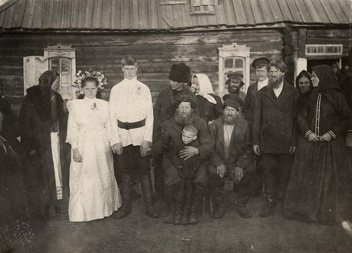 Русскую зрелую бабу в деревне, большие груди и ебется