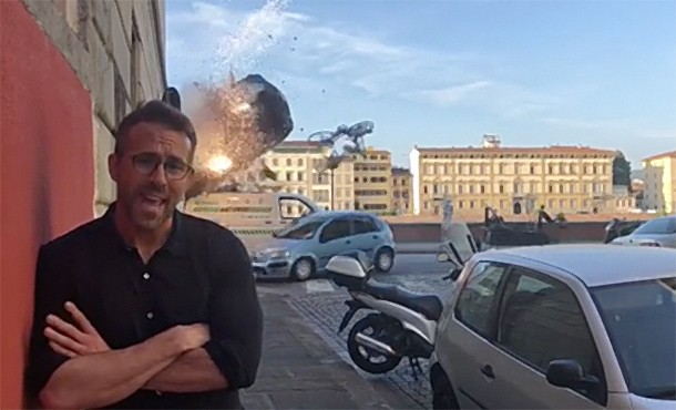 Райан Рейнольдс снова пошутил, но на этот раз его никто не услышал из-за взрывов: видео